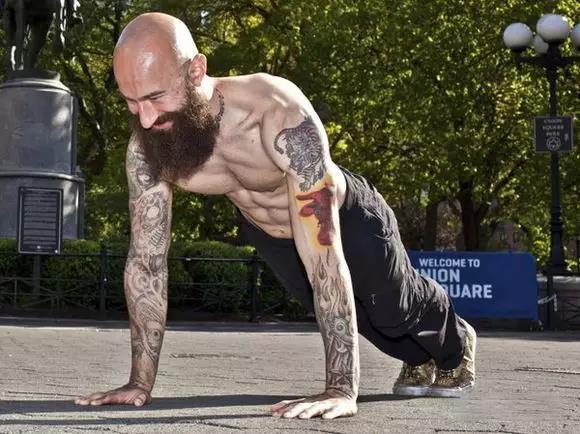 健身器材厂家:你可以一次做100个俯卧撑么?百次俯卧撑计划送给你!