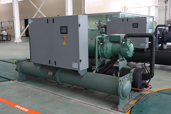 Cooled water screw unit